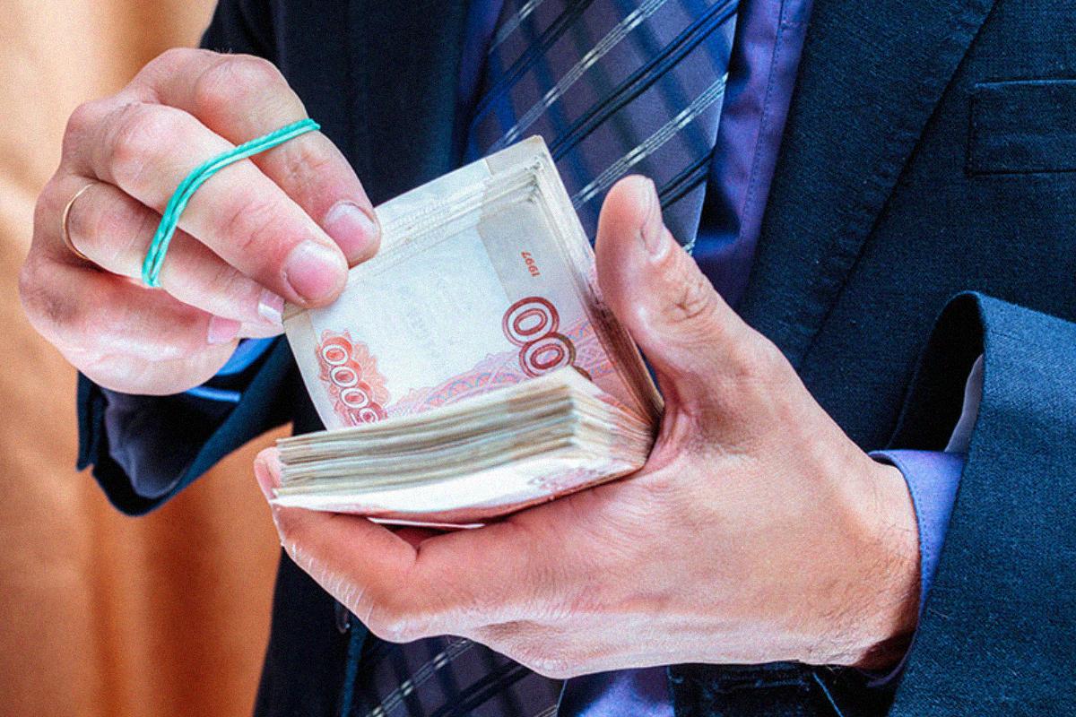 Глава администрации Суземского района самовольно выписал себе 80 тысяч рублей премии