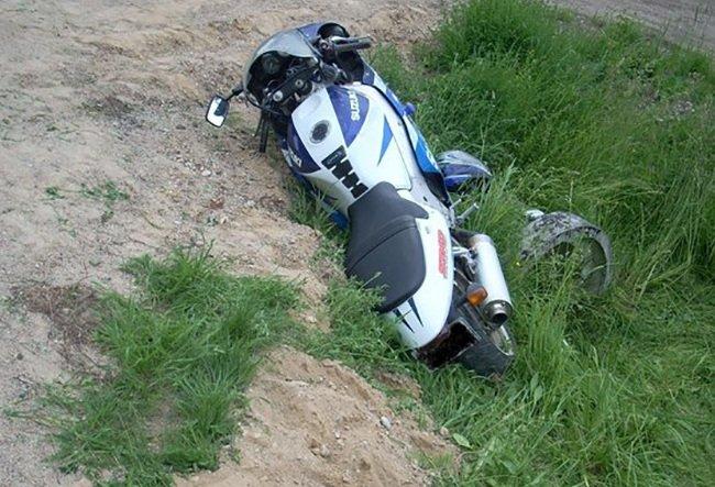 В поселке Клетня 57-летний водитель мопеда вылетел в кювет