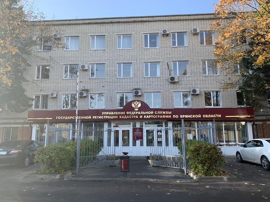 В Брянске две мошенницы обманули Росреестр и лишили наследницу квартиры