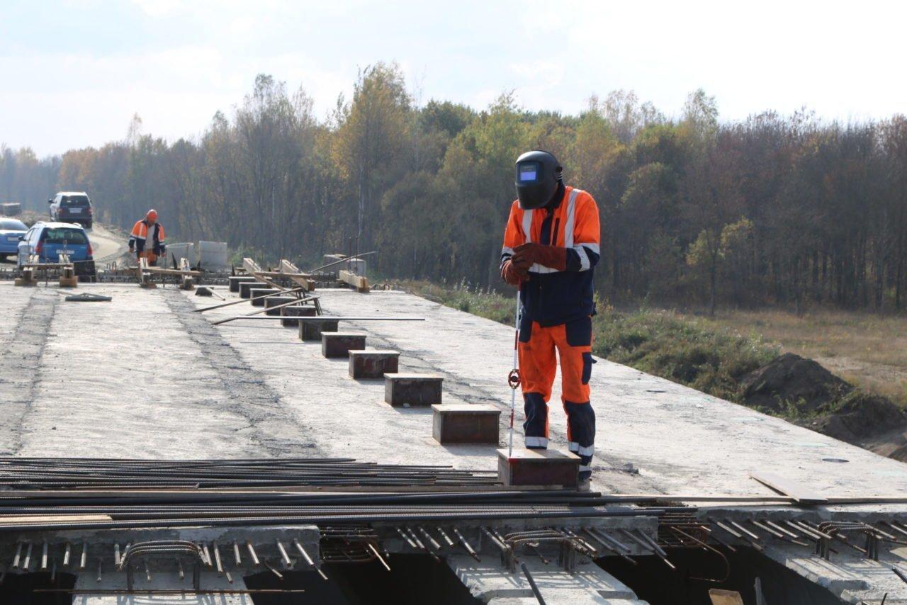 Строительство дороги-защитной дамбы в Брянске продолжается в праздники
