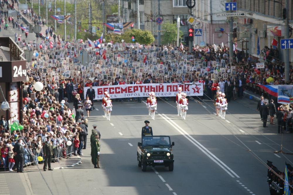 В День Победы в Брянске ограничат движение и парковку