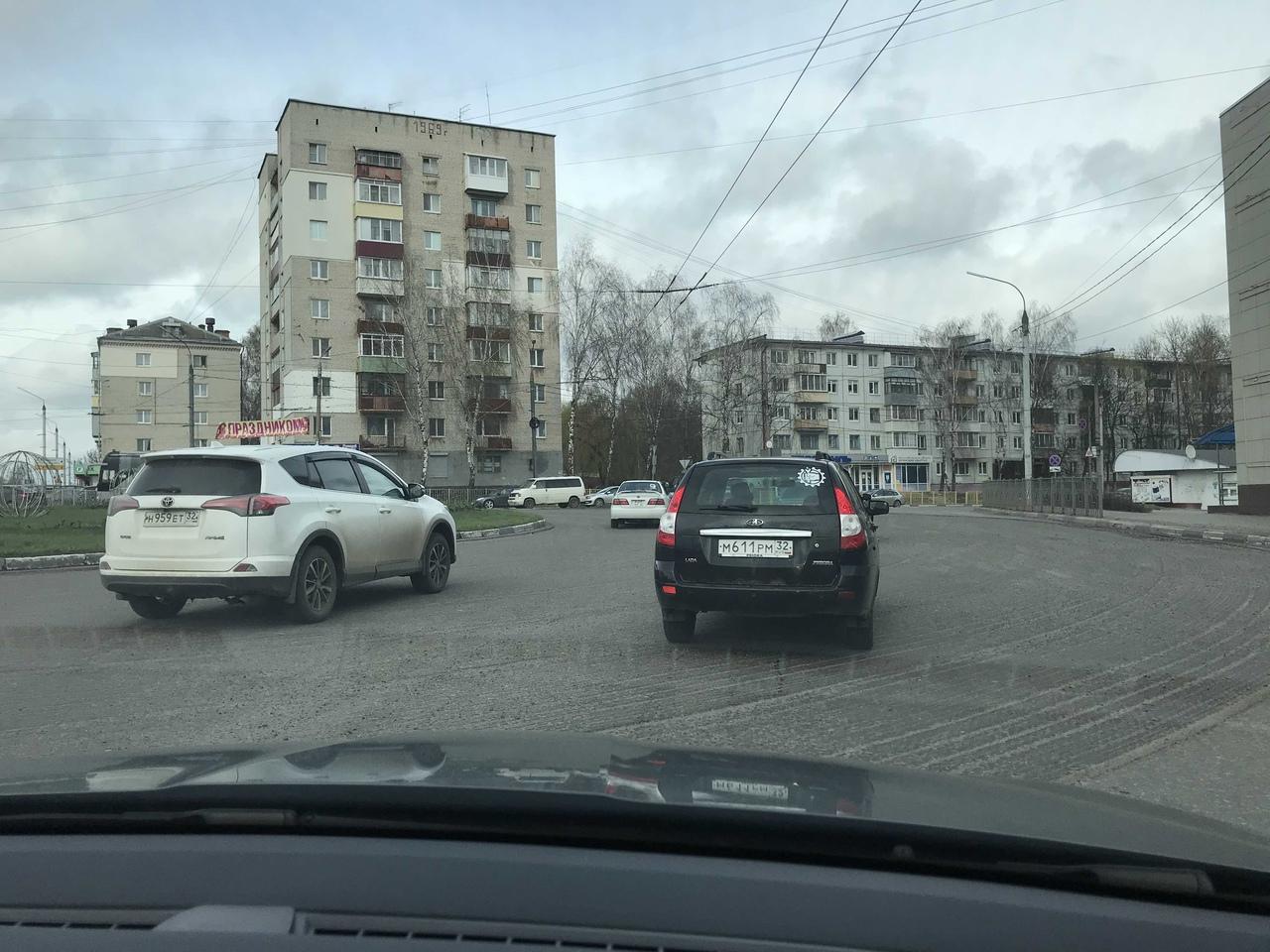 В Бежицком районе отремонтировали кольцевую развязку на улице Ульянова