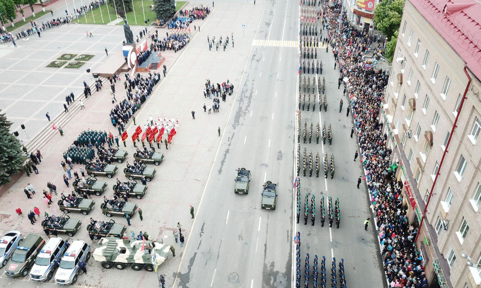 В Брянске на площади Ленина начался парад Победы