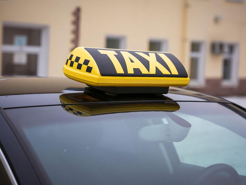 В Брянске в День Победы резко взлетели цены на такси
