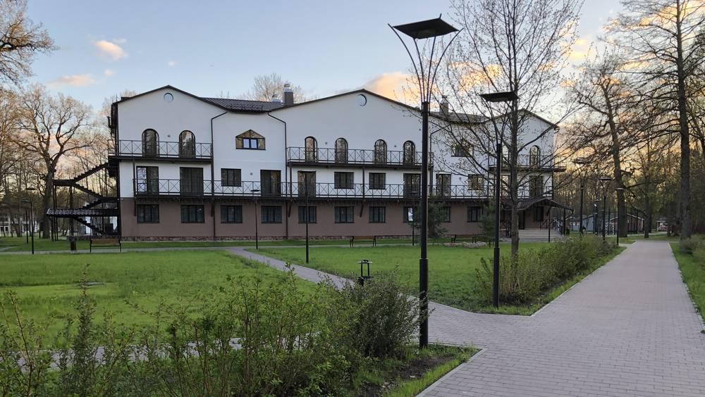 Бывший детский лагерь в Брянском районе превратили в большой парк-отель