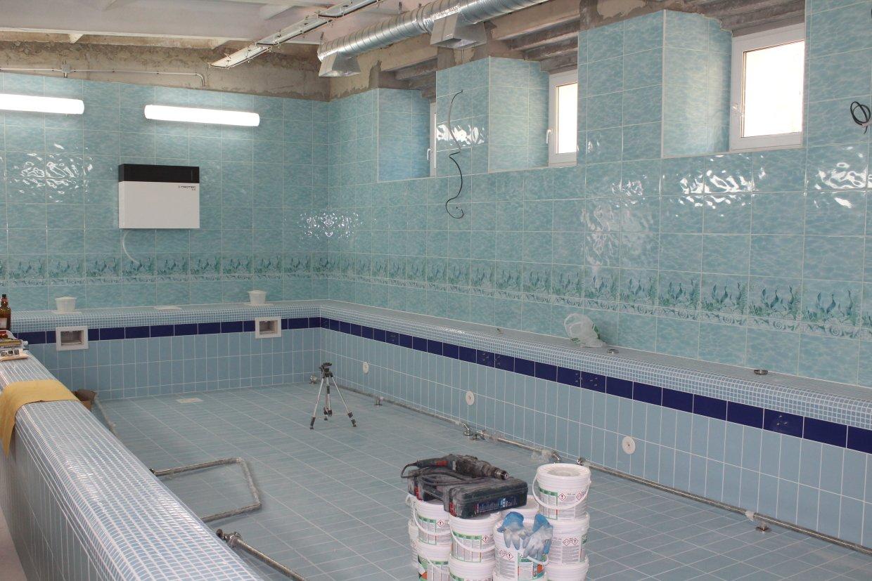 Продолжается капитальный ремонт бассейна в школе №66 в Брянске