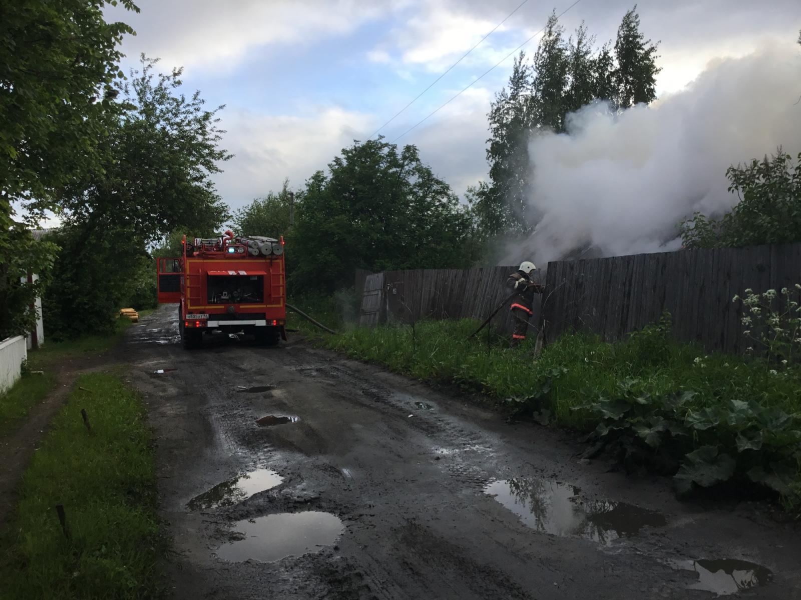 В Клетне спасатели потушили пожар в жилом доме