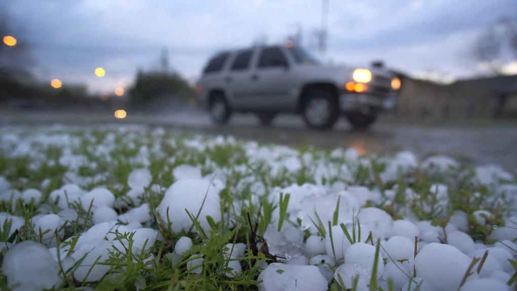 Жёлтый уровень погодной опасности сохранится в Брянской области из-за грозы и града