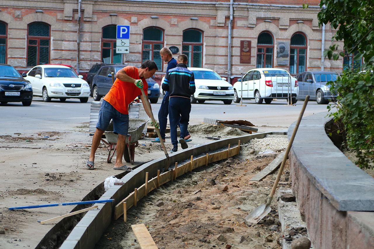 В Брянске могут сделать платной парковку в сквере Карла Маркса