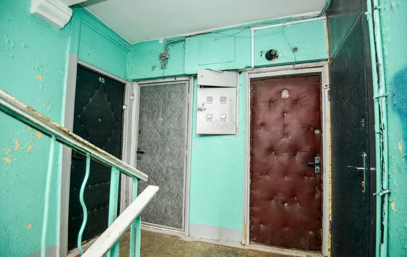 В Брянске в квартире на улице Профсоюзов нашли тело 46-летнего мужчины