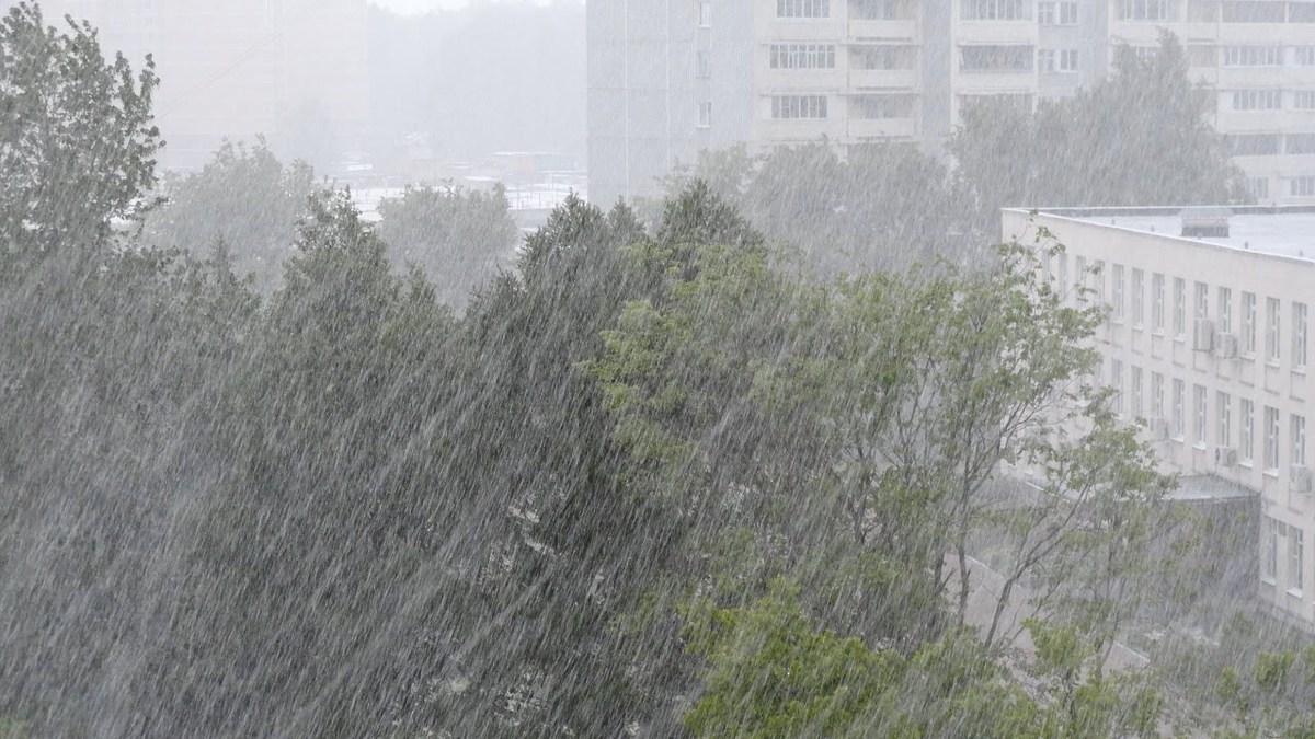 В Брянской области управление МЧС предупредило через SMS об урагане с градом 19 мая