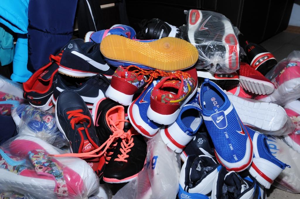 В Брянской области полиция изъяла контрафактные обувь и одежду на 5 млн рублей