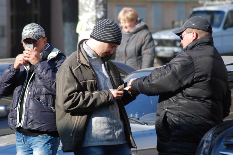 В Брянске осудят банду валютчиков, заработавших более 15 млн рублей