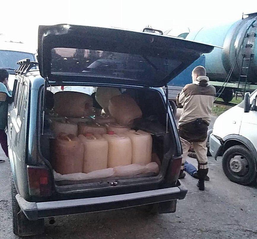 В Брянске банда из пяти человек похитила более 4400 литров бензина
