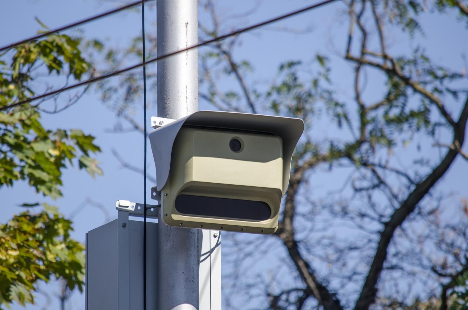 В Бежицком районе водителей предупредили о фотоловушке на улице Камозина