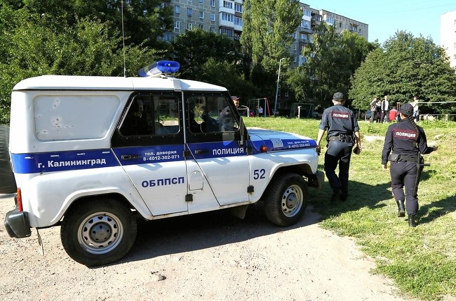 В Брянске сотрудники ГИБДД спасли упавшего на улице человека