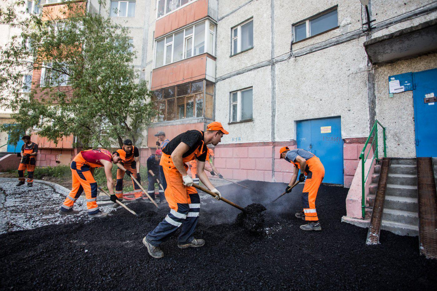 Капитальный ремонт семи дворовых территорий идёт в Жуковке