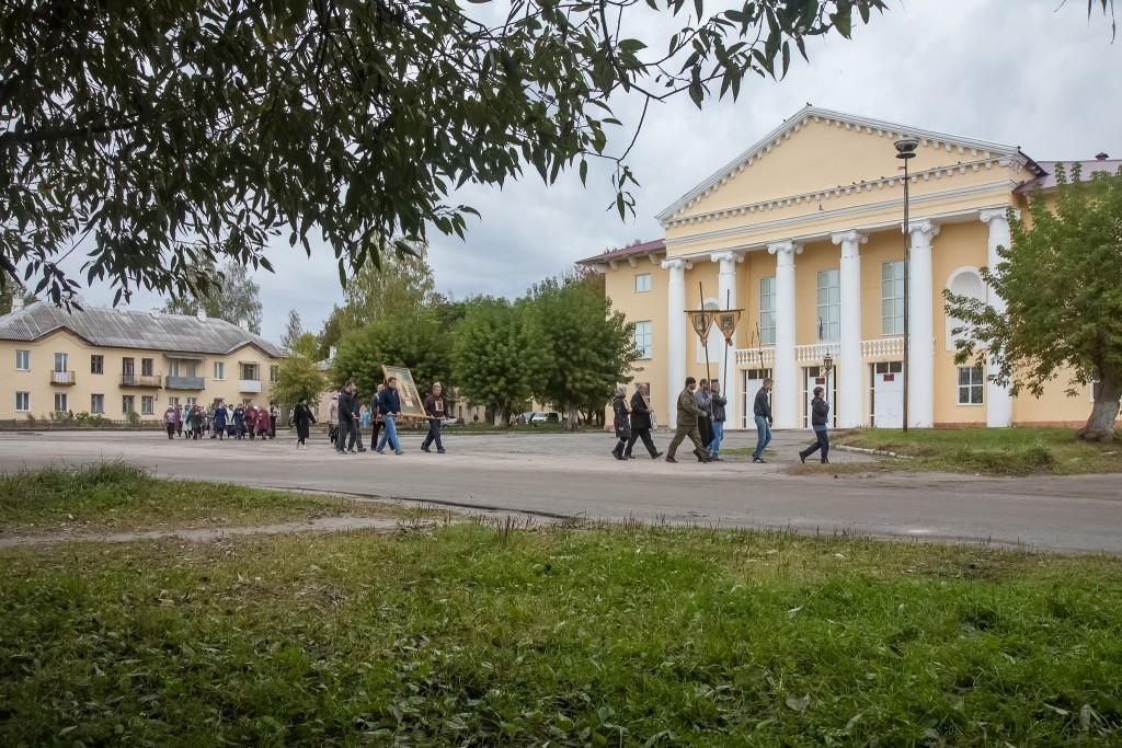 В поселке Старь Дятьковского района за 2 млн рублей ремонтируют Дом культуры
