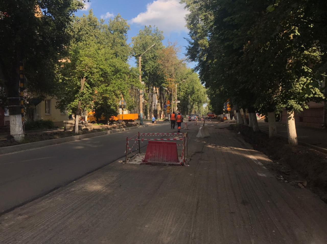 В Советском районе продолжается ремонт асфальта на улице Горького