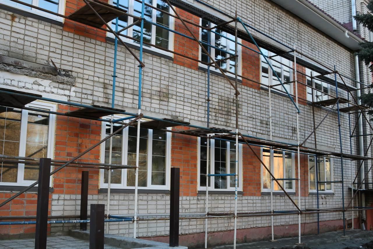 В Брянске на ремонт школ и детсадов Фокинского района потратят 1 миллион рублей