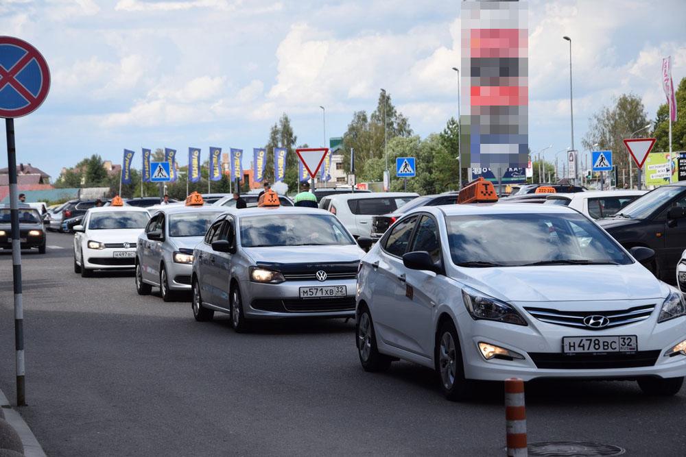 В Брянской области проверят работу почти 4 тысяч таксистов
