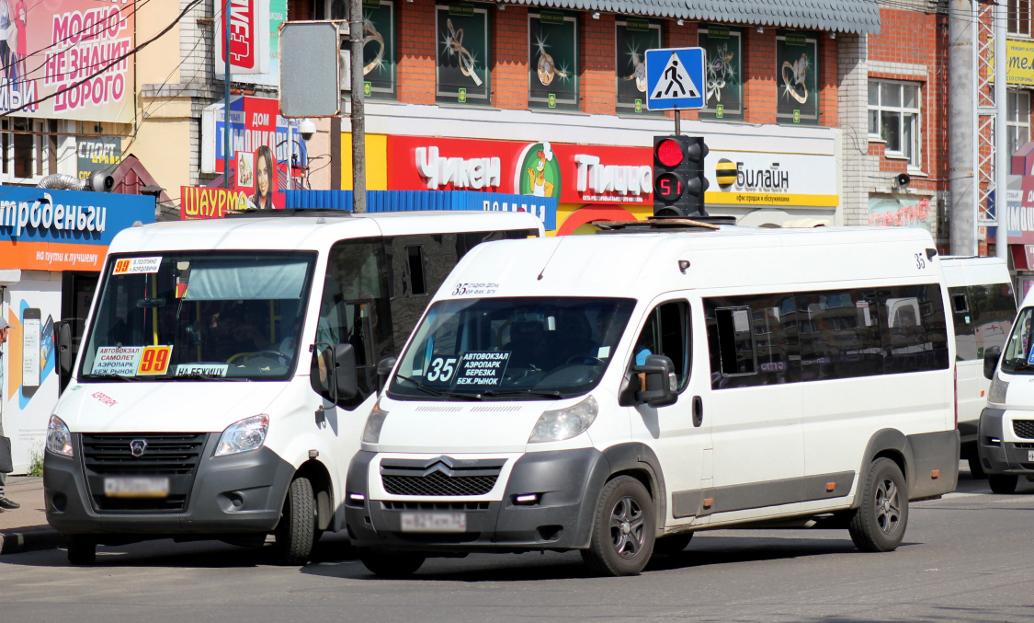 Брянских водителей маршруток заставят заезжать на остановки по расписанию