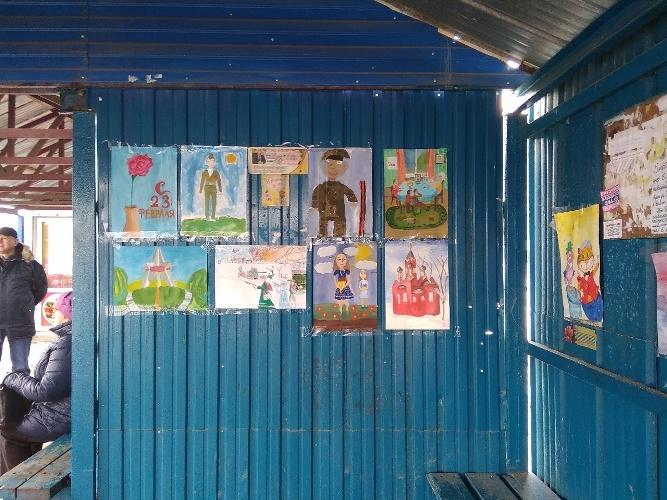 Брянская остановка превратилась в выставку юных художников