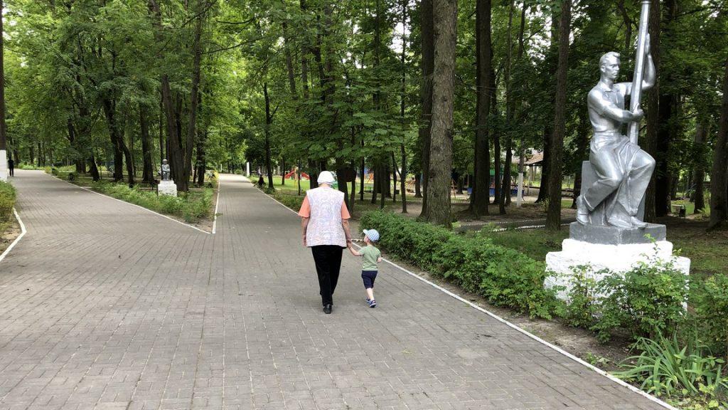 В поселке Навля Брянской области благоустроили парк имени Михаила Князева