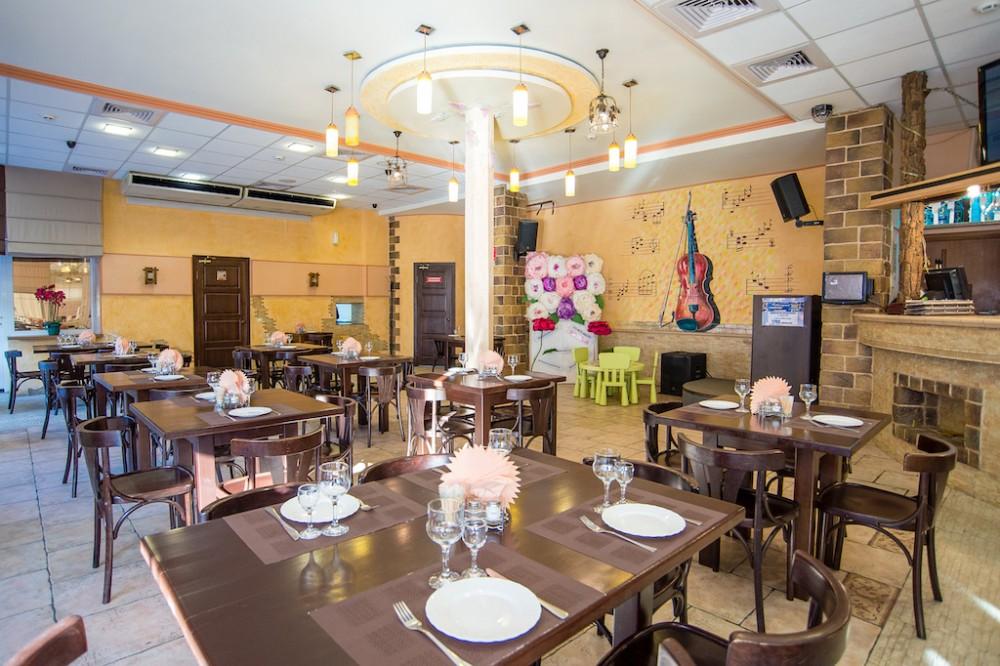 В Брянске вместо кафе «Лео пицца» на набережной заработал ресторан «Клио Клаб»