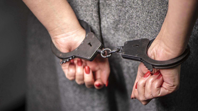 В Новозыбкове 18-летнюю девушку задержали за покушение на убийство родного деда