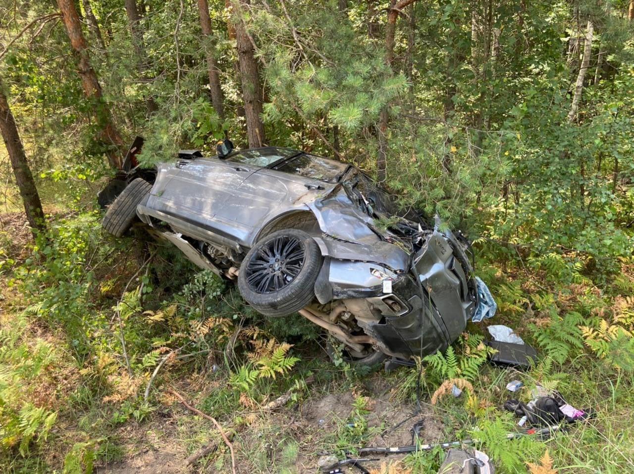 На брянской трассе под Новозыбковом водитель Hyundai врезался в дерево