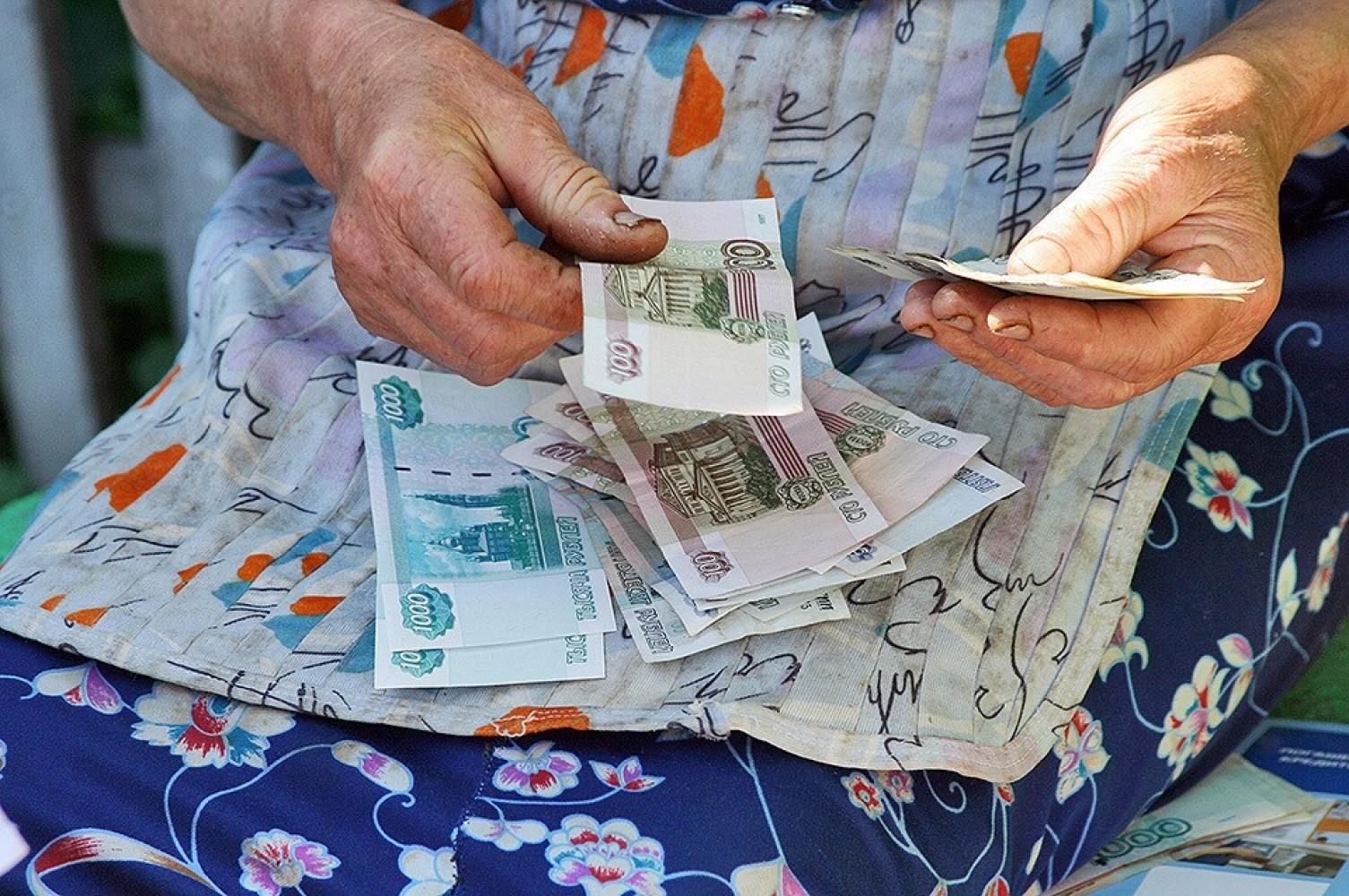 В городе Клинцы 31-летняя воровка украла у пенсионерки 70 тысяч рублей