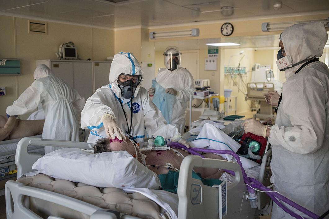 В реанимации с коронавирусом оказались 130 жителей Брянской области