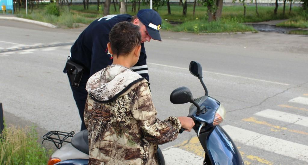 В Новозыбкове сотрудники ГИБДД задержали 13-летнего водителя мопеда