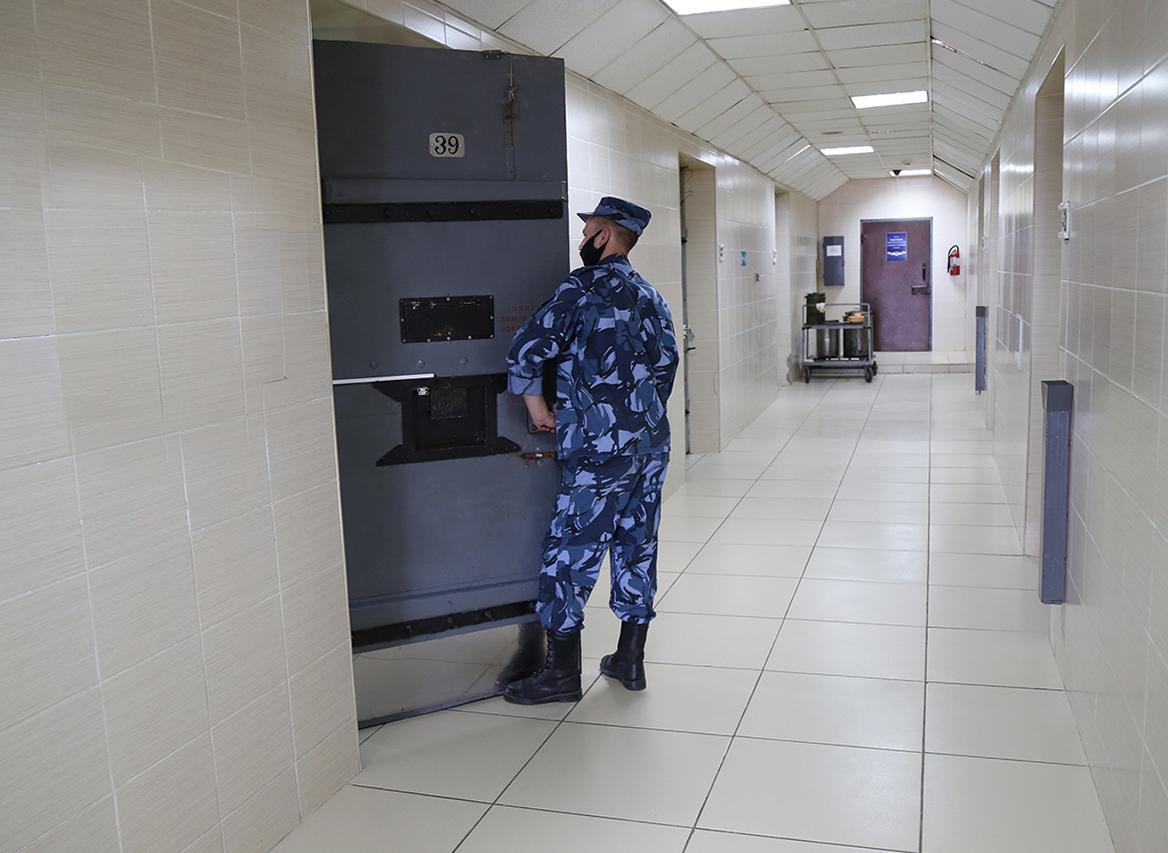 В Брянской области 26 человек оштрафовали за попытку доставить заключенным запрещенные предметы