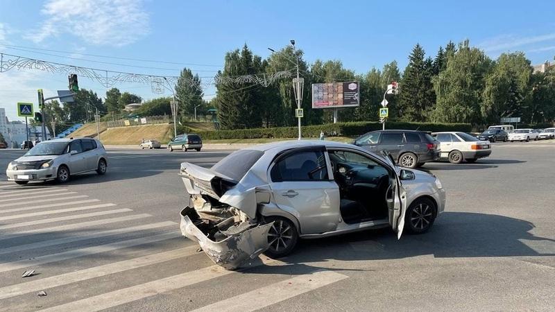 В Фокинском районе Брянска разбились три легковых автомобиля