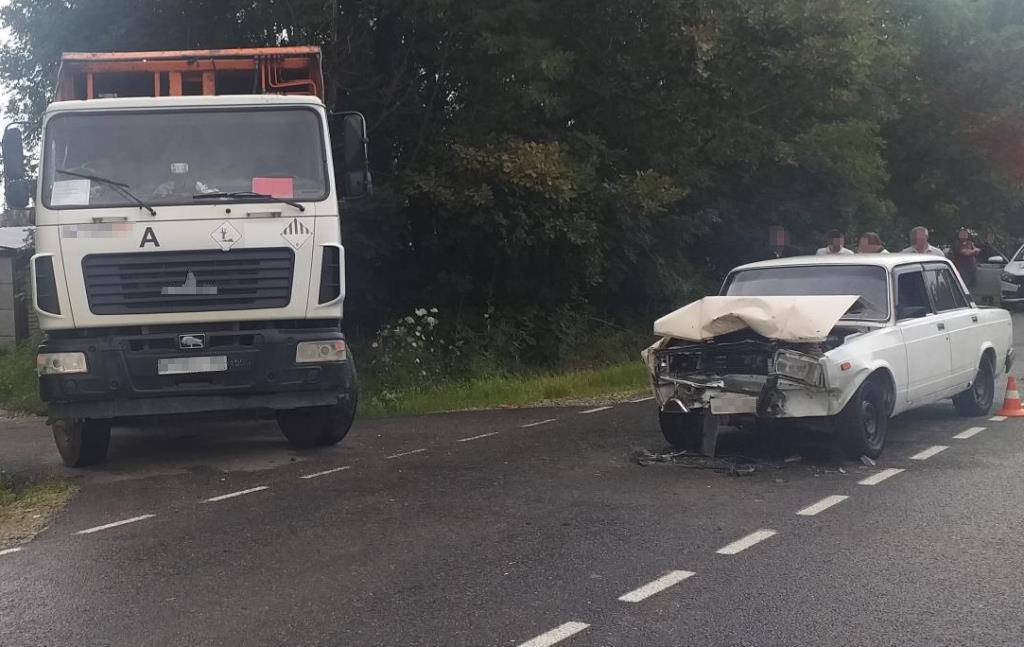 В Брянском районе пострадал водитель въехавшей под кузов грузовика легковушки