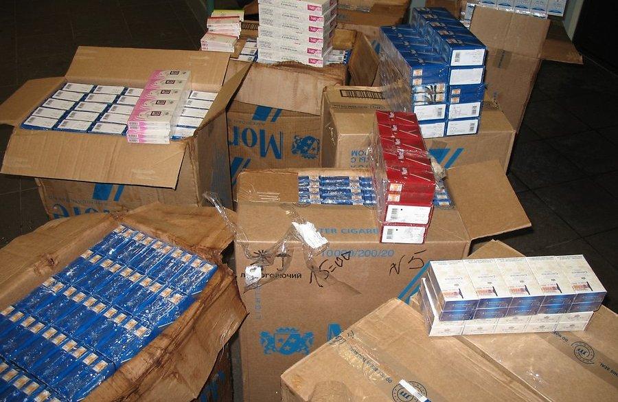 В Брянске в павильоне «24 часа» изъяли 2 тысячи пачек сигарет без акцизных марок