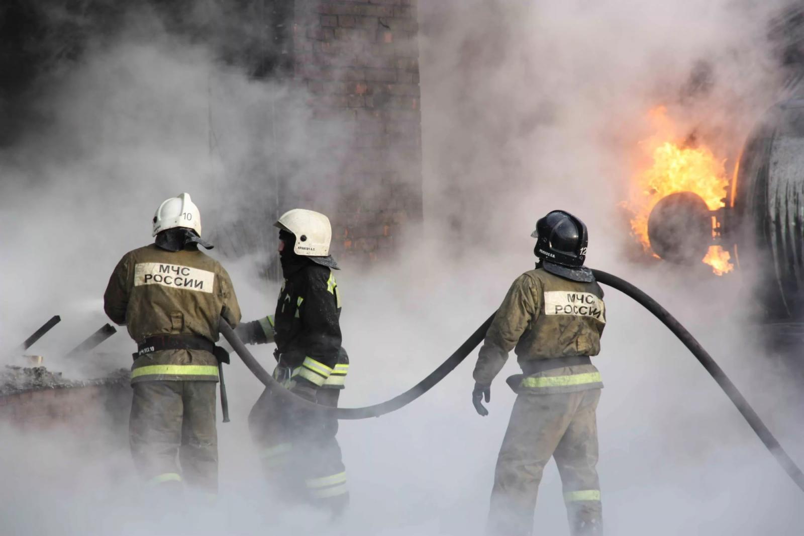 В Климовском районе пожарные три часа тушили жилой дом