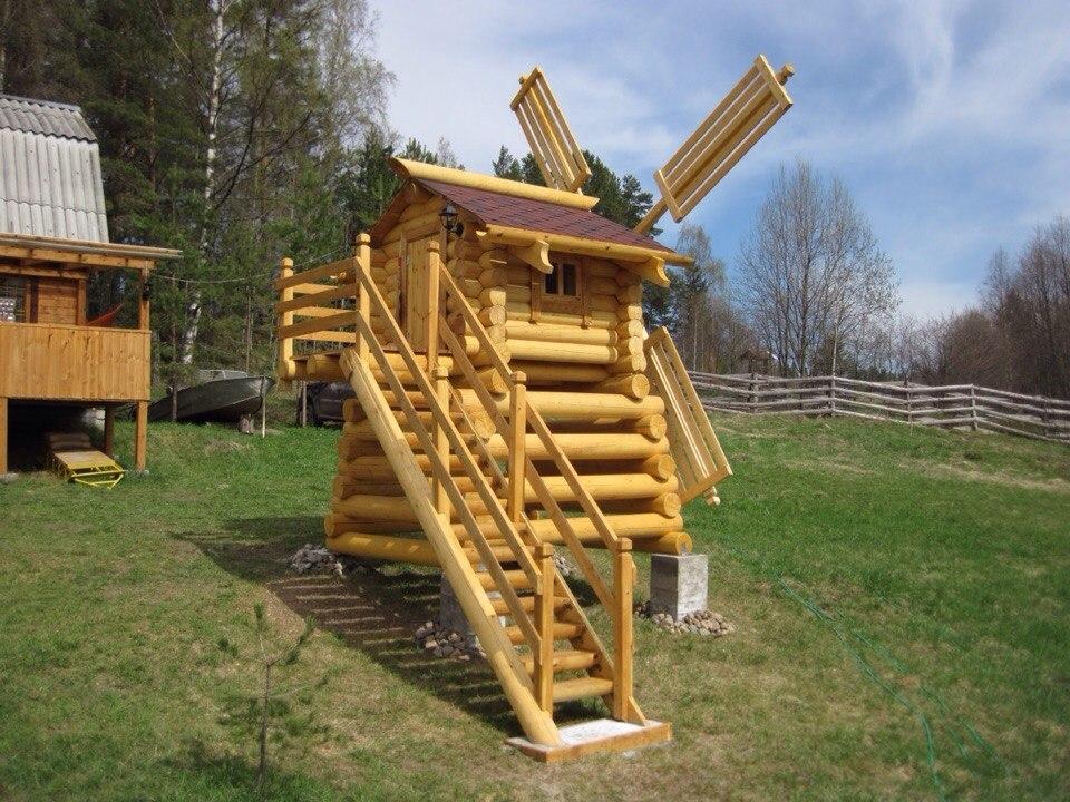 В городе Унече возле детской площадки появилась мельница