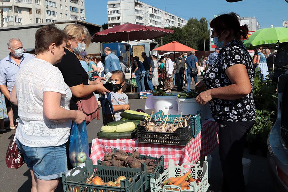 В Брянске на овощной ярмарке горожане приобрели 7,6 тонны картофеля и 650 килограммов меда