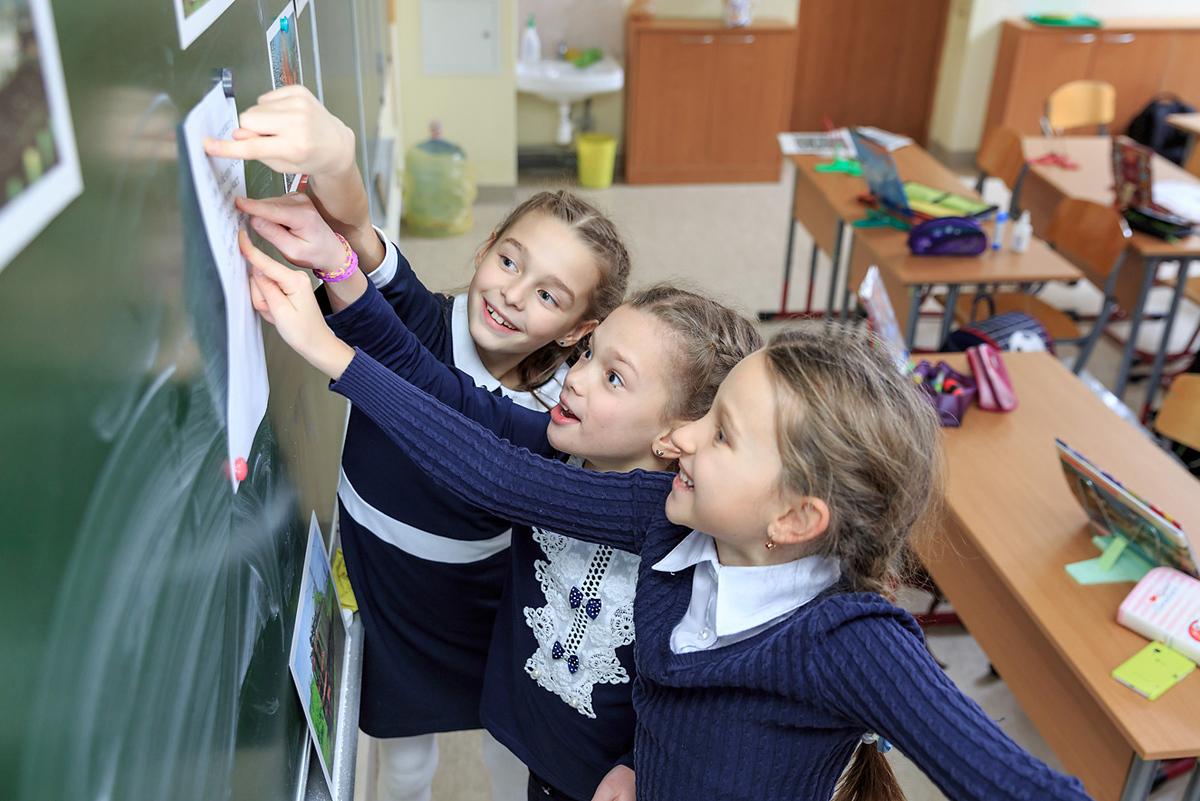 С сегодняшнего дня брянские школьники 5-11 классов будут учиться офлайн