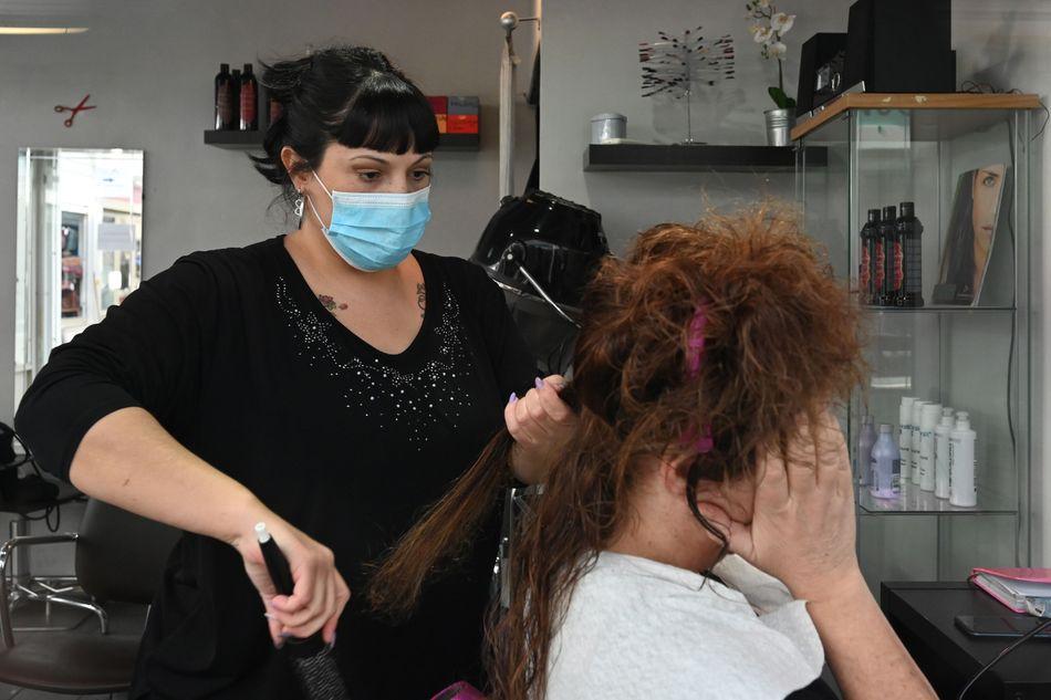 В Брянской области разрешили работу парикмахерским и химчисткам