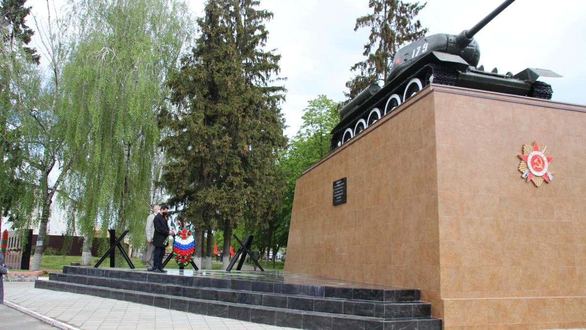 В Почепе открыли обновленный танк Т-34