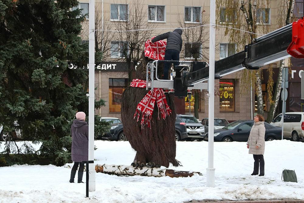 В Брянске к Новому году нарядили топиарного филина