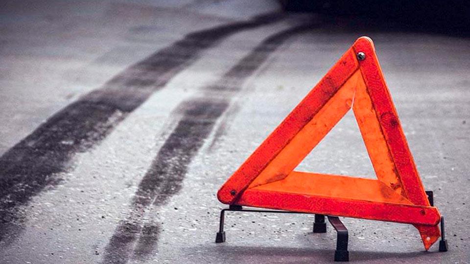 В Брянске иномарка сбила пешехода и врезалась в легковой автомобиль