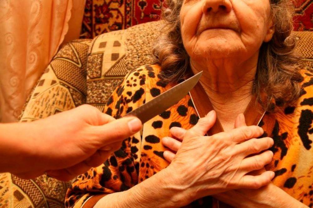 Житель Клинцов зверски избивал 70-летнюю мать