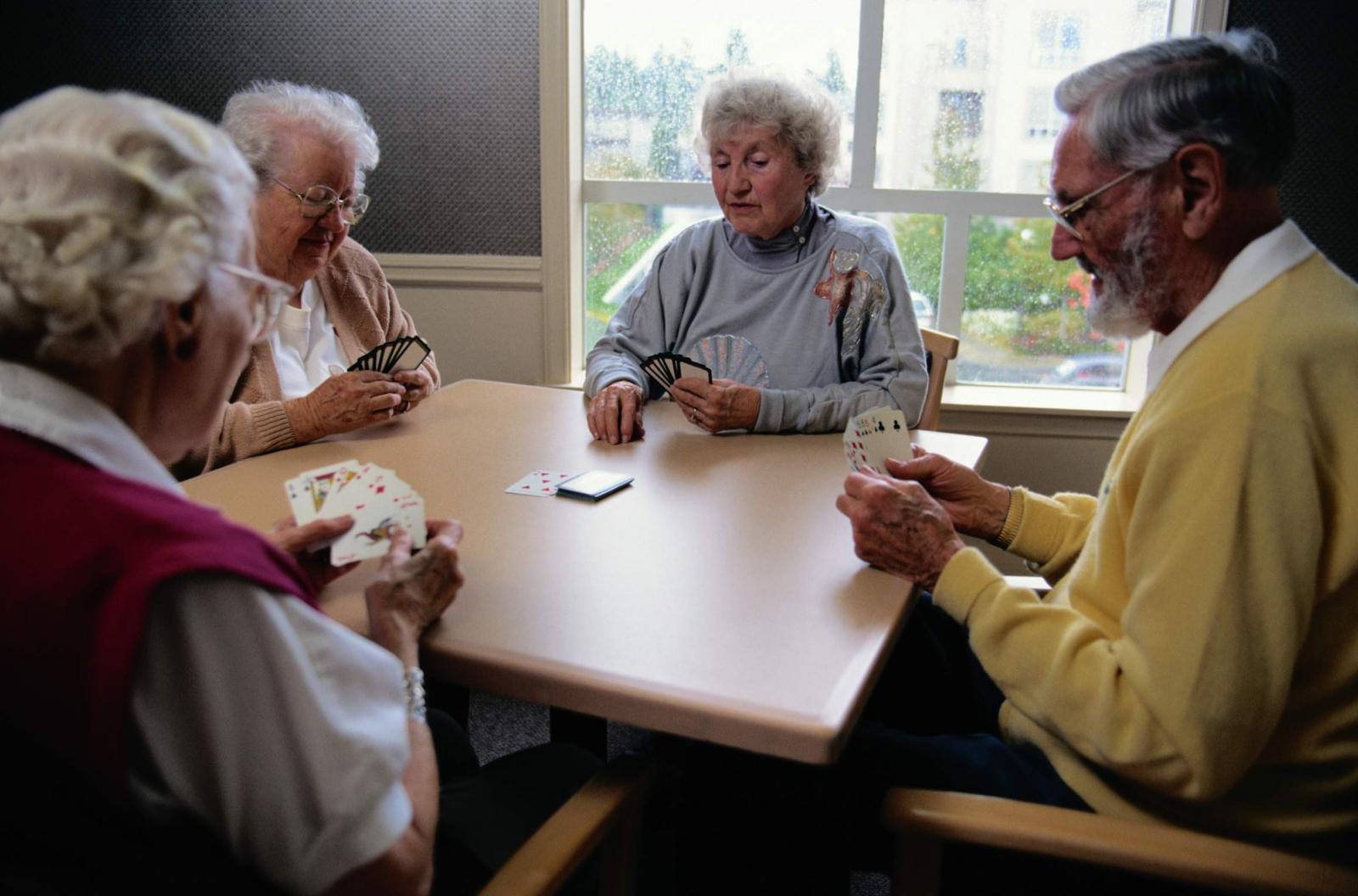 Брянцам старше 65 лет запретили выходить из дома