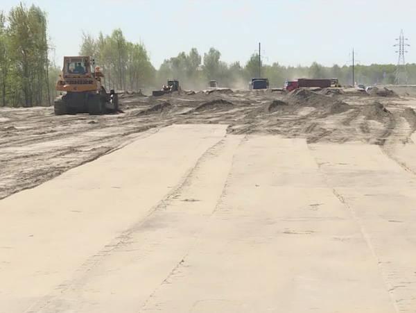 В Брянске для новой дороги строят 6-метровую дамбу