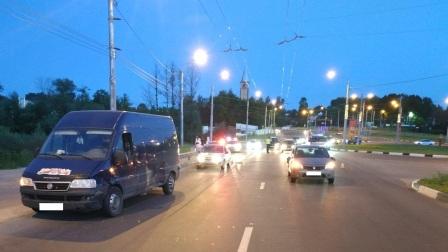 На Флотской в Брянске столкнулись микроавтобус и легковушка